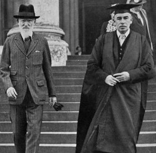 Дж. М. Кейнс (справа) и Джордж Бернард Шоу в Кембридже, 1926 год