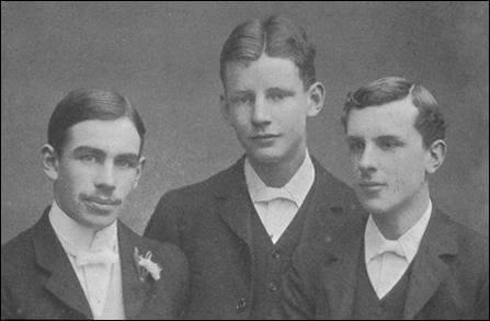 Джон Кейнс (слева) с товарищами по университету