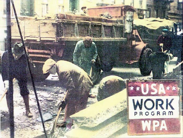 В WPA занято от 2 до 3 миллионов безработных на неквалифицированном труде. Источник: https://en.wikipedia.org/wiki/New_Deal