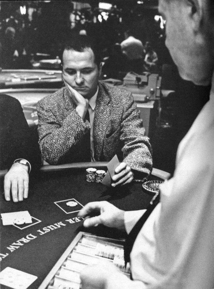 Эдвард Торп в казино отеля Tropicana, 1964 год, фото Life