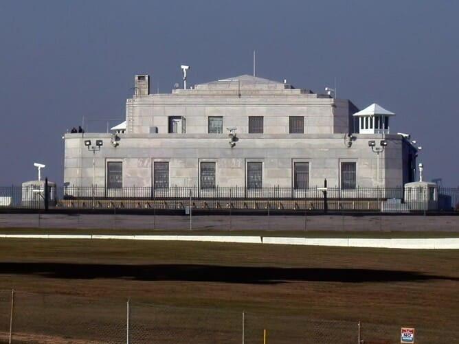 Рис. 1. Хранилище Форт-Нокс, 2003 год