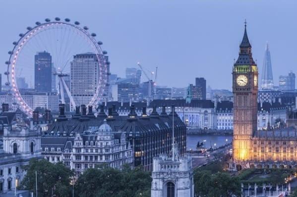 Лондон, «Биг Бен» и колесо обозрения London Eye. Фото из открытого источника