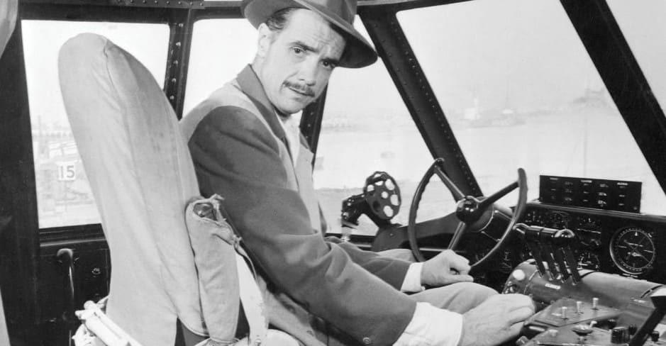 Говард Хьюз в личном самолёте