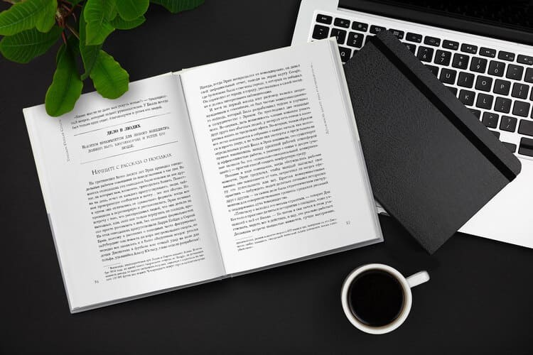 Разворот русскоязычного издания книги «Коуч на триллион долларов»