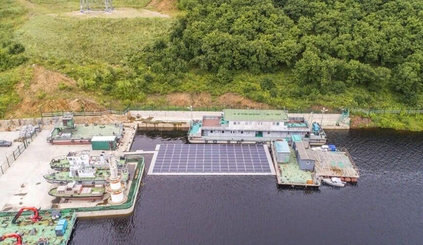 Рис. 1. Наплавная солнечная электростанция на Нижне-Бурейской ГЭС. Источник: сайт «РусГидро»