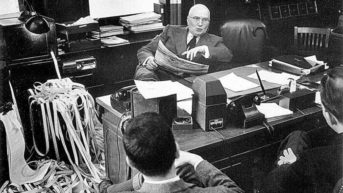Джеральд Лоэб в своём кабинете
