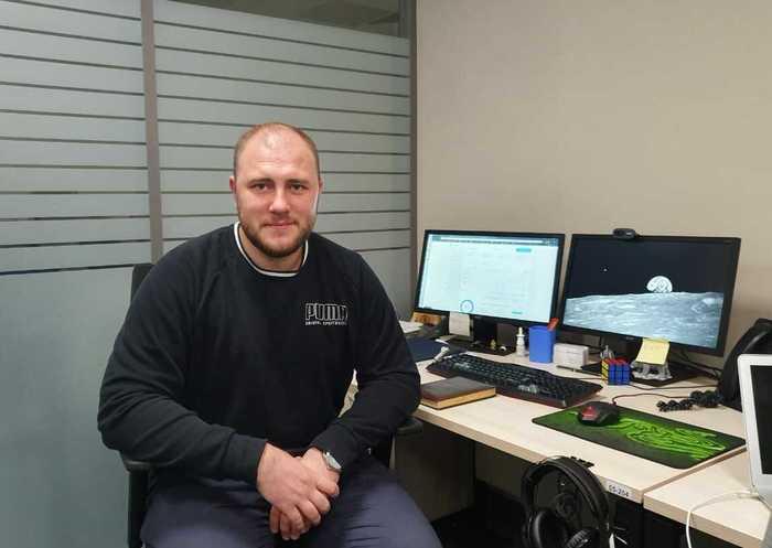 Антон Корнев на своём рабочем месте