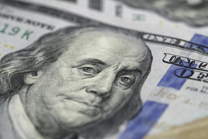 Портрет Бенджамина Франклина на купюре достоинством 100 долларов США