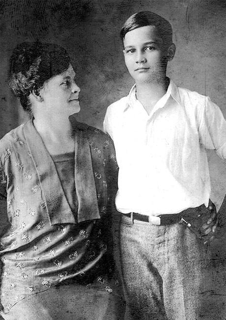 Джон с матерью, 1920-е годы