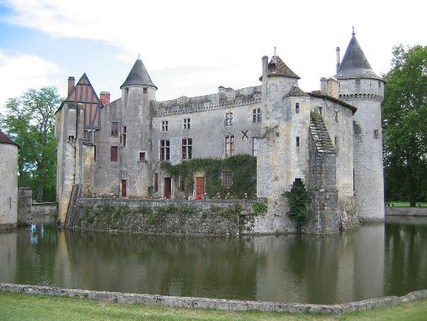 Замок Ла-Бред близ Бордо, где родился и работал Монтескьё