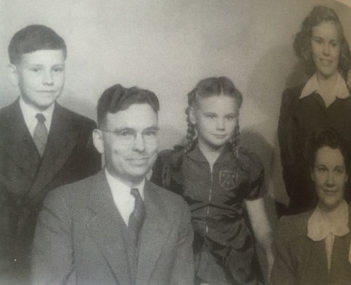 Семья Говарда и Лейлы Баффетов, 1940-е гг.