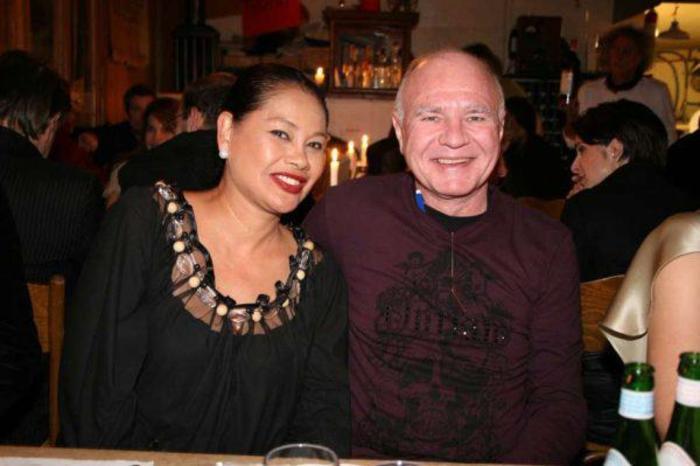 Марк Фабер с женой Супатрой